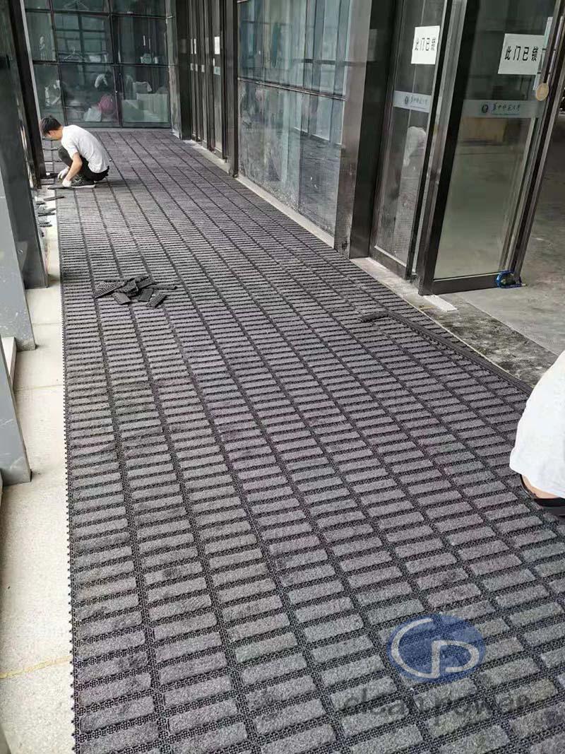 武汉大学门口模块地垫
